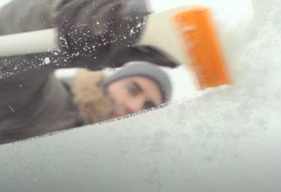 Fiskars - SnowXpert brush and Ice Scraper