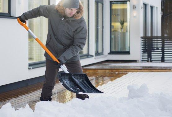 Hold sneen fra døren