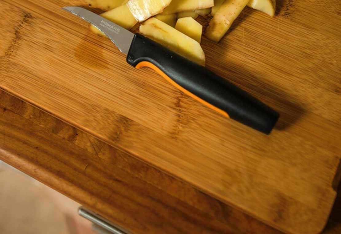 Functional Form Skrællekniv med buet blad